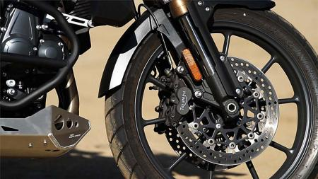 pic38-2013-triumph-tiger-explorer-front-wheel