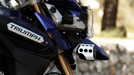 pic44-2013-triumph-tiger-explorer-front-right-side