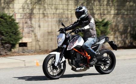 2013 KTM 690 Duke left action