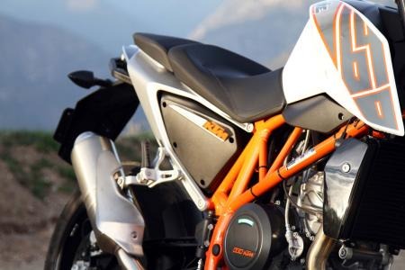 2013 KTM 690 Duke chassis exhaust