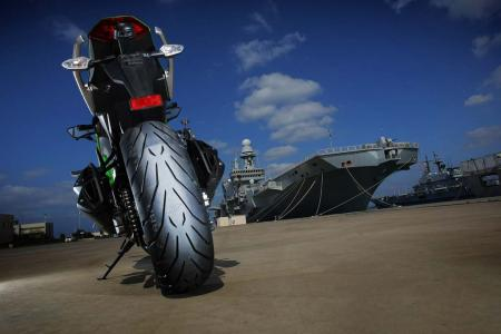 Kawasaki Ninja 1000 Pirelli Angel GT aircraft carrier