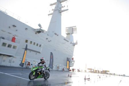 MAC_9376-kawasaki-z1000-pirelli-angel-gt-aircraft-carrier