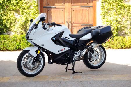 na1_9097-2013-bmw-f800gt-left-static