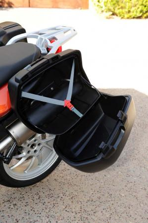 na1_9142-2013-bmw-f800gt-saddlebag-open