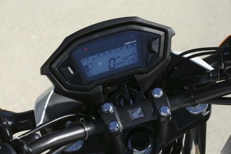 WING1645-2013-honda-cb500f-display