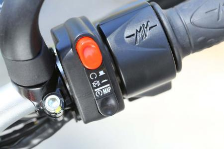 6793-2013-mv-agusta-brutale-800-right-switchgear