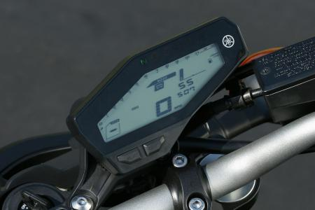 WING8335-2014-yamaha-fz-09-instrument-display