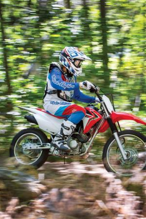 2014-honda-crf125f-action-01