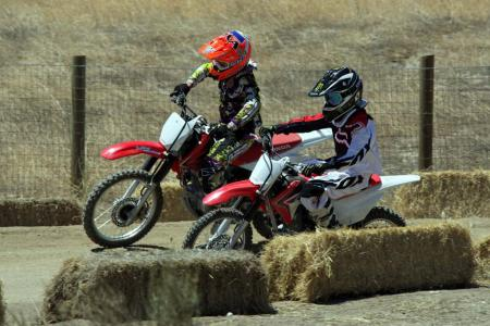 2014-honda-crf125f-action-513I0180