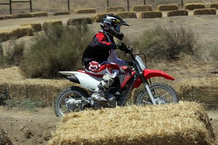 2014-honda-crf125f-action-513I0183