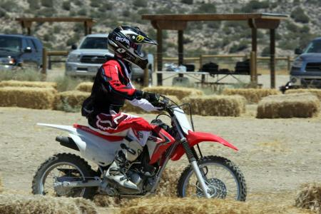 2014-honda-crf125f-action-513I0191
