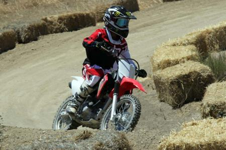 2014-honda-crf125f-action-513I0204