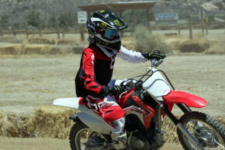 2014-honda-crf125f-action-513I0210