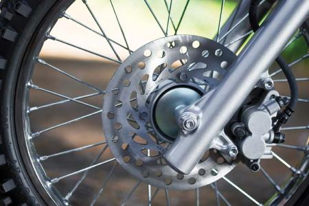 2014-honda-crf125f-front-wheel-brake