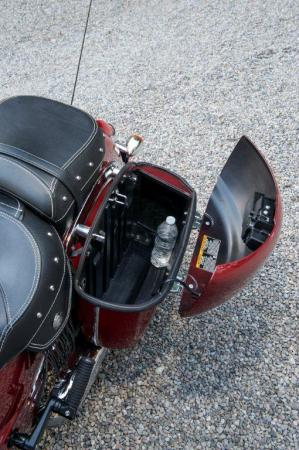 2014-indian-Chieftain Saddlebag Detail 2