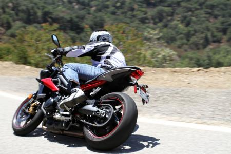 2013-triumph-street-triple-r-action-IMG_0698