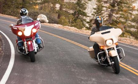 2014-Harley-Davidson-Street-Glide-Special-vs-Indian-Chieftain-IMG_0671