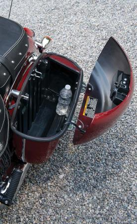 2014-Indian-Chieftain_Saddlebag_Detail_2