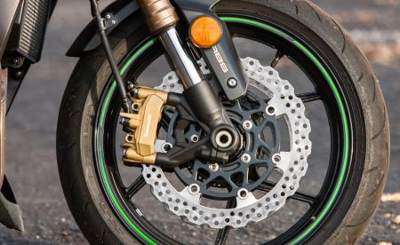 2014-streetfighter-shootout-brake-Kawasaki-EBrasfield-6945