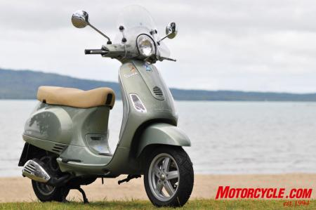VESPA GTV 250ie (2009) scooter wallpapers