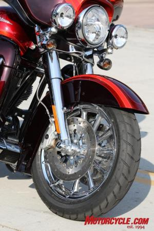 2009 HD CVO Intro BJN50807