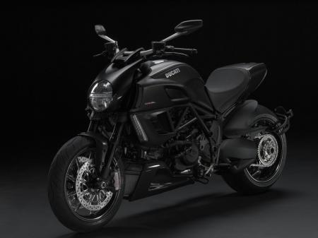 24 Diavel Carbon.jpg