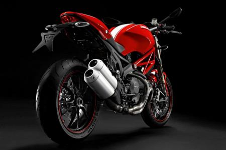 110110-2011-ducati-monster-1100-evo-5.jpg