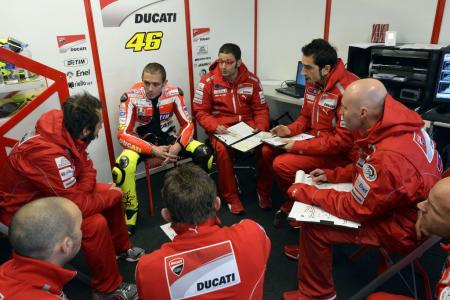 0126-rossi-ducati-1198s-private-test-08.jpg