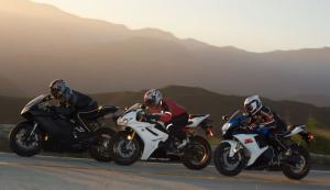 2011 Middleweight Sportbike Shootout - Street 139
