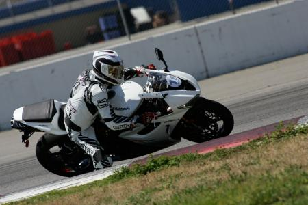2011 Middleweight Sportbike Shootout - Track 030