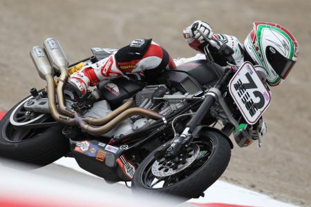Racing the Harley-Davidson XR1200 BJN97619