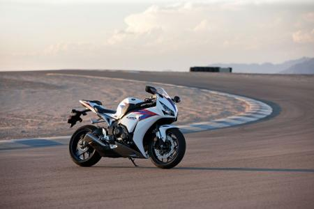12_Honda_CBR1000RR_Beauty03.jpg