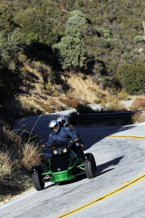 121511-2012-can-am-spyder-rs-01