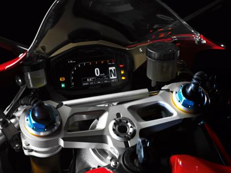 2012-ducati-1199-panigale-display-13.jpg