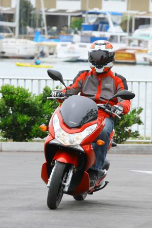 2013 Honda PCX150 Action Cornering