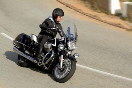 2013-moto-guzzi-california-1400-touring-action-40