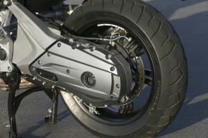 2013-bmw-c600-sport-42-swingarm-left