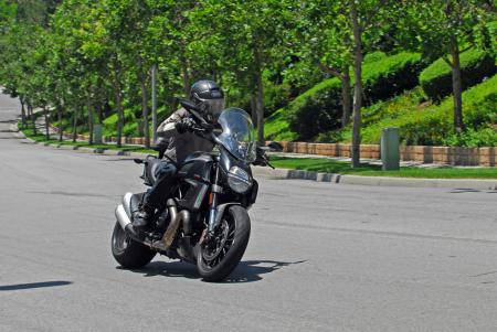 2013 Ducati Diavel Strada Action 01