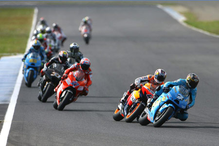The weather gods threatened to rain again but the Motegi race began as scheduled.