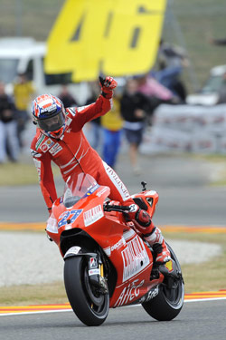 #27 Casey Stoner sticks it to #46.
