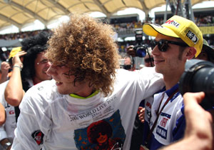 Here, Marco Simoncelli accomplishes the difficult task of making Valentino Rossi look uncomfortable.