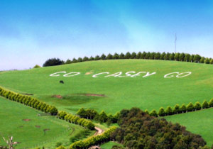 Even the hills in Australia are cheering for favorite son Casey Stoner.
