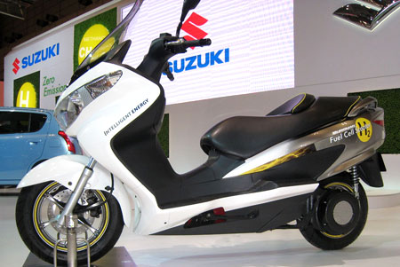 Suzuki Burgman Fuel-Cell Scooter prototype uses hydrogen power.