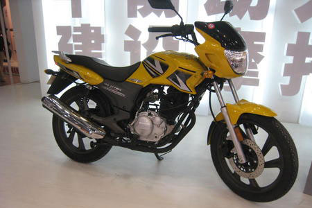 Jialing JS150-3A Plus is one of the few Chinese-produced motorcycles with electronic fuel injection.
