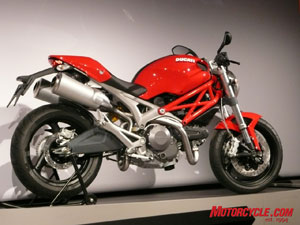 2008 Monster 696 receives a claimed 9% boost to 80hp and an 11% increase in torque to 50.6 lb-ft. over the Monster 695.