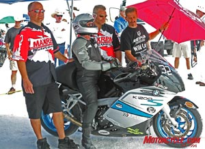 Andy Sills and his support crew try to keep cool while awaiting their chance to run.  When it wasn't raining, the temperatures were high and sunlights reflecting from the salt seemed to cause the heat to double.