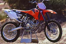 KTM's 400 SX thumper sits poised to give Yamaha's YZ426F a run for its money.