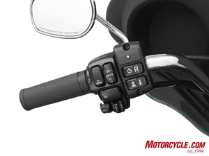 That little switch with the R on it will cost you an extra $1,195 on the Tri Glide.