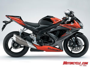2008 GSX-R750 looks incredibly similar to the GSX-R600, and both share many technologies and features.
