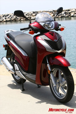 With a 30.9� seat height and 302 pound curb weight, the 150i is light enough for any age rider.
